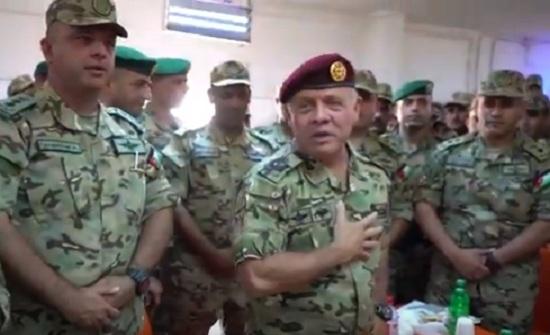 بالفيديو : الملك يفاجئ قيادة لواء رد الفعل السريع بزيارة