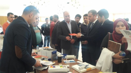 معرض للشركات المزودة للأجهزة العلمية في جامعة الحسين بن طلال