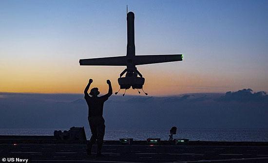 البحرية الأمريكية تختبر طائرة بدون طيار جديدة يمكنها الإقلاع والهبوط عموديا