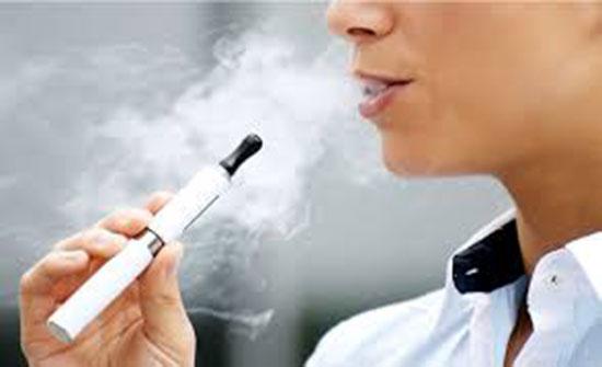 الجمارك تحبط تهريب 3500 سيجارة إلكترونية ولوازمها