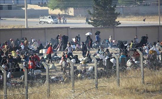 سوريا.. مقتل 35 مدنيًا وفرار الآلاف نحو الحدود التركية