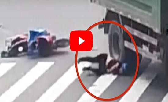 خوذة تنقذ حياة رجل من حادث سير مروع (فيديو)