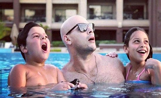 صور : أحمد التهامى يقضي إجازته الصيفية بصحبة زوجته وأبنائه