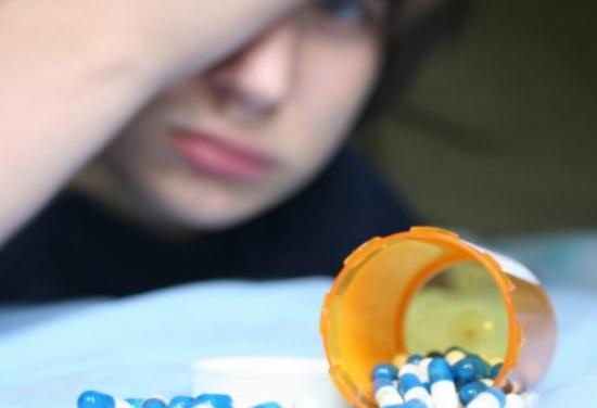 في لبنان: 'دليفري' مخدرات.. وابن الـ13 يروّج داخل مدرسته !