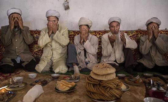 """الصين تعترف: معسكرات سرية لاعتقال المسلمين في """"شينغيانغ"""""""