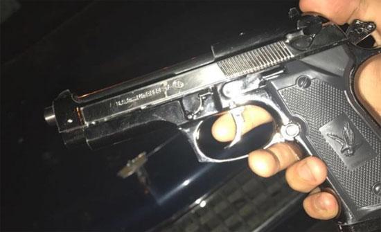 رجل يطلق النار على زوجته الحامل بدلاً من قتل ثعبان (صور)