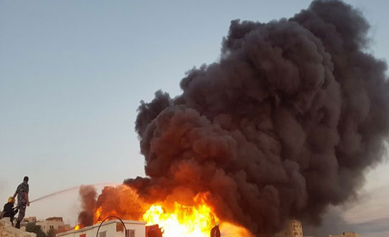 إخماد حريق ساحة خارجية تابعة لمنجرة في منطقة الرجم الشامي بالعاصمة عمان