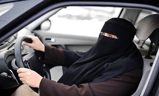 معرض سيارات للنساء في السعودية