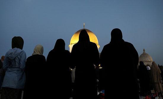 آلاف المستوطنين يتوافدون إلى حائط البراق واندلاع مواجهات في باب العمود بالقدس