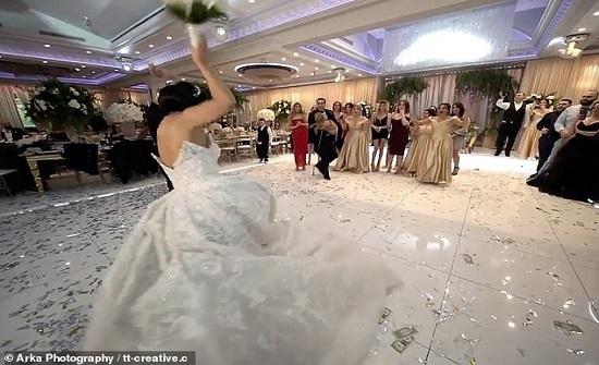 عريس يهدي عروسه مفاجأة غير متوقعة