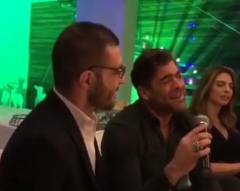 تسريب فيديو لوائل كفوري وهو يغني بين أصدقائه في منزله.. شاهدوا طرافته!!