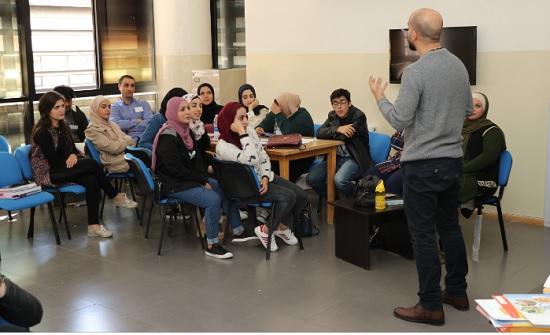 """تدريب طلبة """"عمان العربية"""" على كتابة السير الذاتية وإجراء المقابلات"""