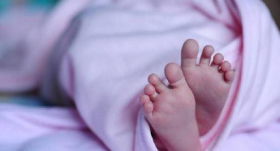 أمّ تتجرد من مشاعر الأمومة وتخنق طفلتها من أجل عشيقها