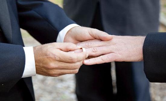 للمرة الأولى.. زفاف مثلي العائلة