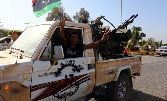 مقتل 10 أشخاص بهجوم قرب مطار بالعاصمة الليبية