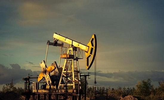 تراجُع أسعار النفط 5% بفعل بيانات اقتصادية ضعيفة من أوروبا والصين