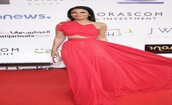 الأحمر يشعل مهرجان الجونة: منافسة مشتعلة بين النجمات بفساتين تشع أنوثة