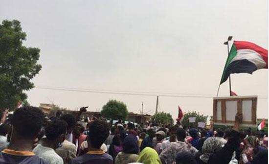 بالفيديو : مظاهرات حاشدة في عدد من المدن السودانية للمطالبة بسلطة مدنية