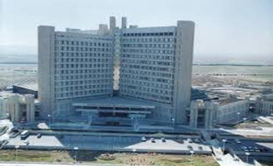 عملية جراحية نوعية في مستشفى الملك المؤسس لشاب اصيب بعيار ناري طائش