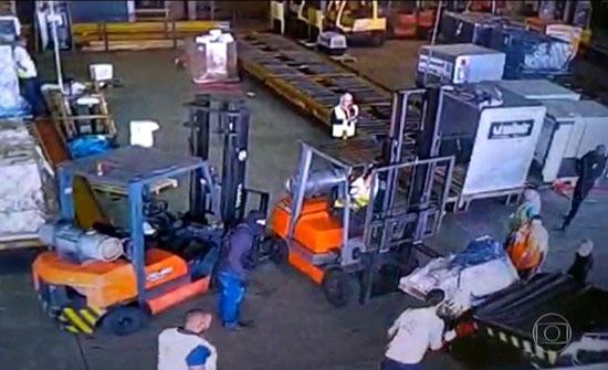 بالفيديو: عصابة تسرق 750 كلغ من الذهب في مطار برازيلي