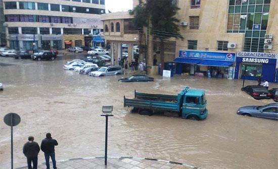 أمانة عمان تعالج هبوطات في مقاطع خدمية لمقاولين