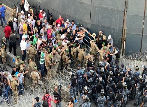 لبنان.. النواب يصوتون على الموازنة التقشفية وسط احتجاجات