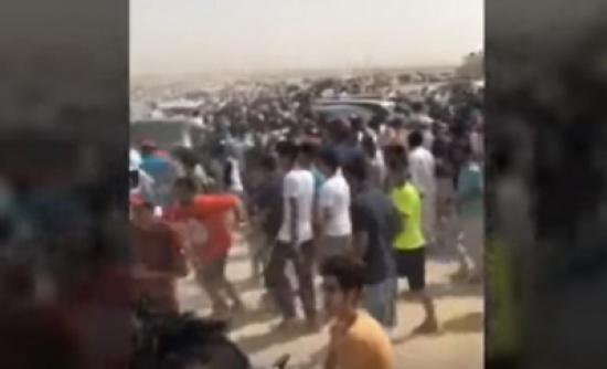 آلاف الكويتيين يبحثون عن كنز مزعوم في الصحراء! - فيديو