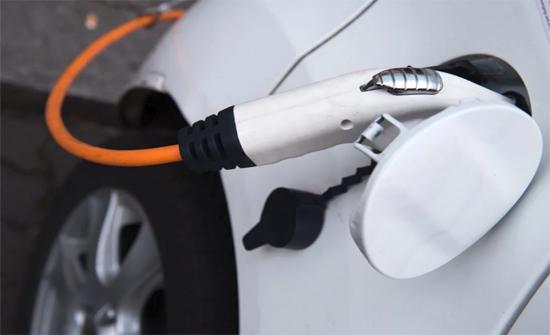 """مبيعات مركبات الكهرباء """"صفر"""" للشهر الثاني على التوالي"""