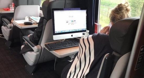 شاهد.. أغرب استخدام كمبيوتر بتاريخ النقل الجماعي