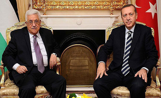 أردوغان يهنئ عبّاس بعيد الفطر ويبحث معه مستجدات الأوضاع الفلسطينية