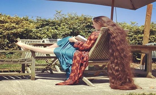 بالصور :  لم تغسل شعرها منذ ٢٠ عاما