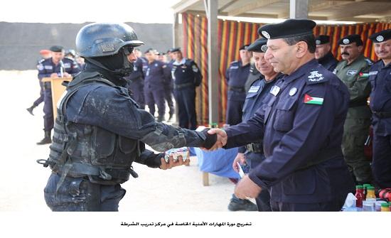 تخريج دورة المهارات الأمنية الخاصة في مركز تدريب الشرطة