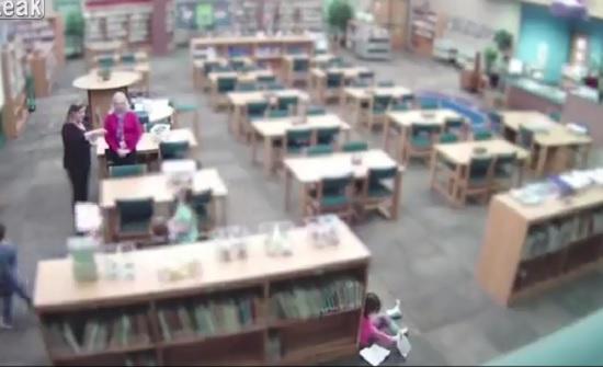 لقطات صادمة لمعلمة تعتدي على طفلة بالضرب المبرح (فيديو)