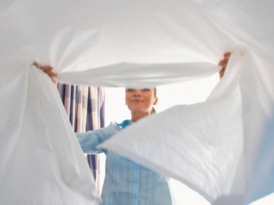 هذا ما سيحدث لجسمك إذا لم تبدّلي أغطية سريرك... أحد الأمراض خطر!