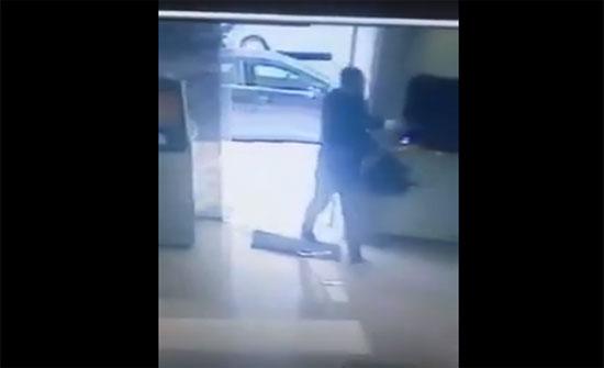شاهدوا حادثة السطو المسلح على بنك في عبدون ..(فيديو)