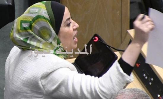 بالفيديو .. بني مصطفى للملقي : لماذا اعدتم موظفاً إلى عمله بعد شهر ونصف من تقاعده