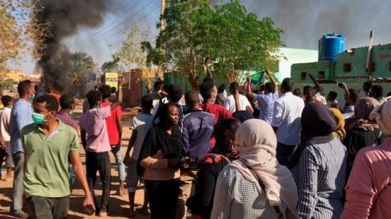 بالفيديو : السودان.. غليان ليلي في الخرطوم وموعد لمسيرة جديدة