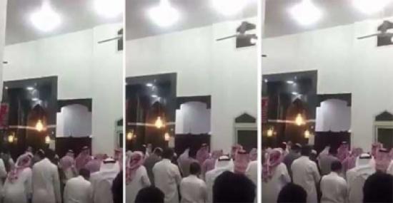 فيديو: طفل لا يتجاوز عمره 15 عاماً يؤم المصلين في صلاة التراويح