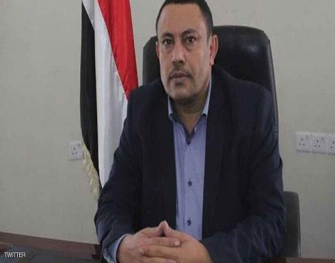 ضربة قوية.. انشقاق وزير الإعلام في حكومة الحوثي