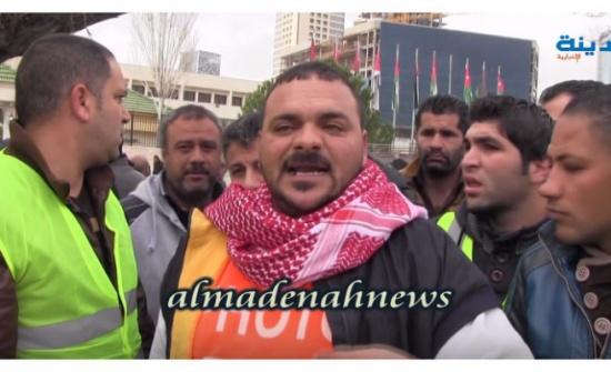 بالفيديو : اعتصام سائقي التكاسي قبالة مجلس النواب