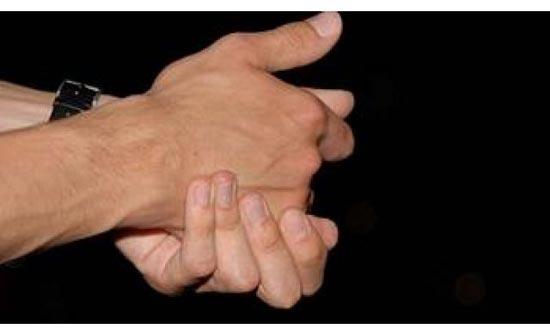 شعور بالوخز وحريق في اليدين أو القدمين : متى يدلّ على وجود مرض خطير ؟