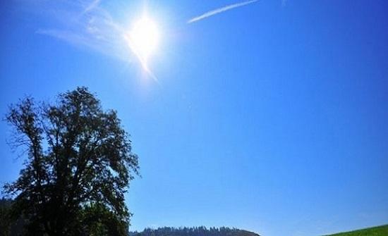 طقس الجمعة : ما بين صيفي اعتيادي إلى حار نسبياً