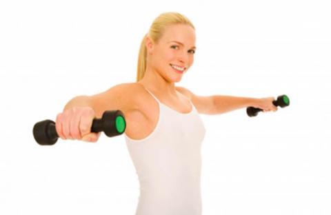 تمارين بناء العضلات تشوه أنوثة المرأة