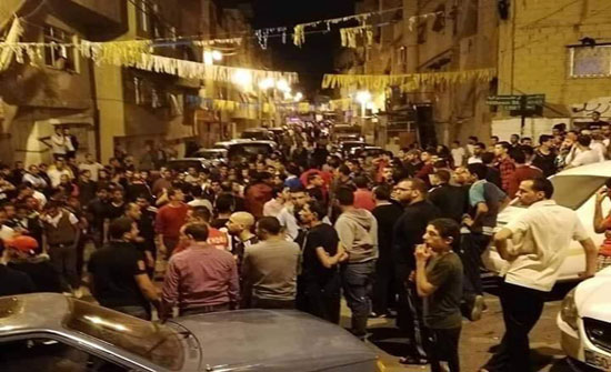 بالصور  : القبض على مروج مخدرات من قبل مواطنين في حي الطفايلة