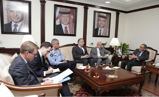 وزير الداخلية يلتقي مسؤولا امميا لمكافحة الارهاب