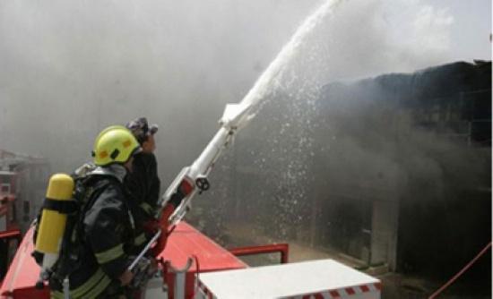 اخماد حريق بمحال تجارية بضاحية الروضة