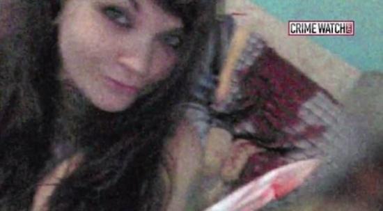صور| بعد إقدام زوجها على شنق نفسه .. قتلت والده والتقطت 'سيلفي' مع جثته
