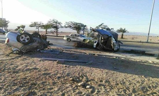 صور صادمة : وفاة شخص بحادث مروع في العقبة وانشطار مركبته إلى نصفين