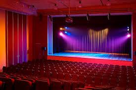 نادي معدي ينظم عرضا مسرحيا