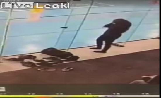 فيديو: حسناء تتعرض لموقف محرج 3 مرات متتالية